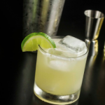 coctel con tequila dorado
